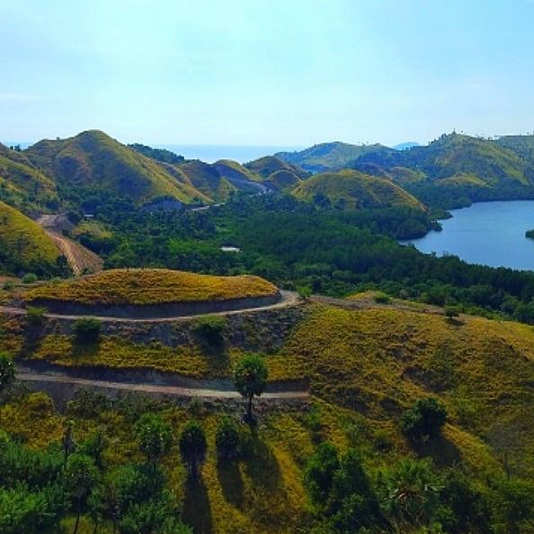 Puncak Bukit Pulau Rinca, sumber ig arya_fasha10