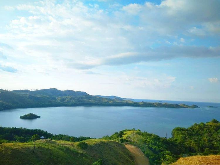 Pemandangan di Bukit Cinta Labuan Bajo, sumber ig mutiararihipake