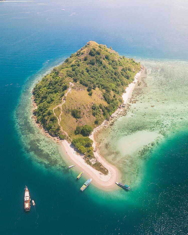 Pulau Kecil di Labuan Bajo, sumber ig iamrakat