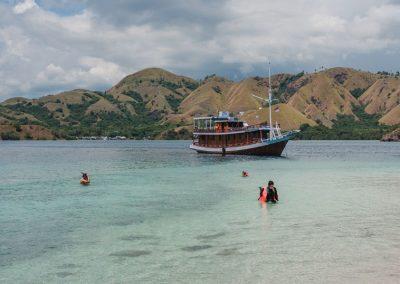 05. Berenang atau snorkeling di Labuan Bajo