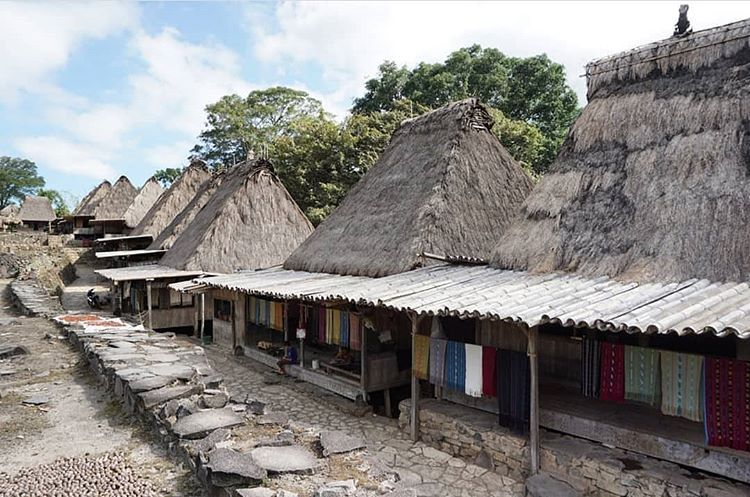 Kampung Bena, sumber ig nusaflorestour