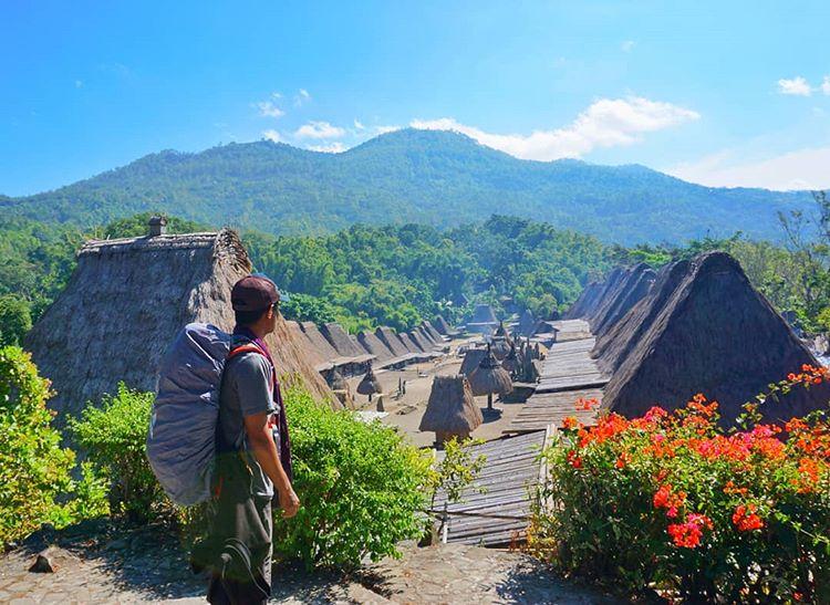 Mengenal Kampung Bena Yang Tertua di Flores