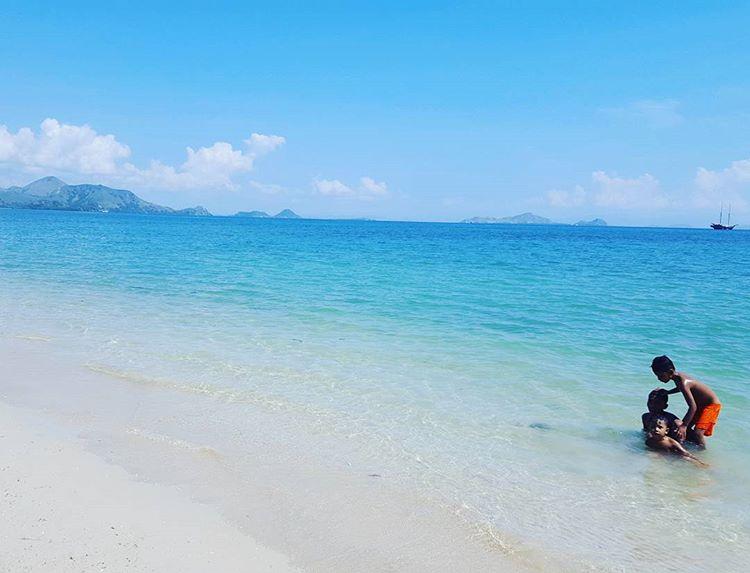 Pantai Pede, sumber ig kathygortova