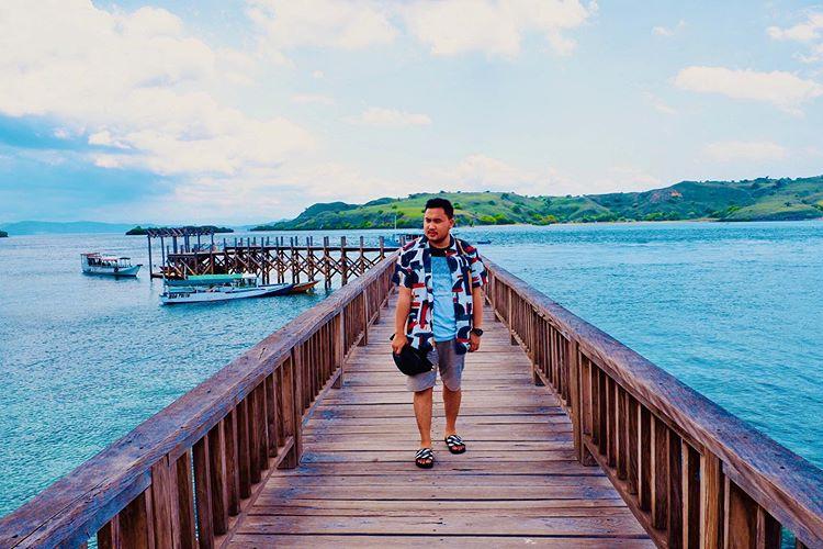 Traveling di Pantai Pink Labuan Bajo, sumber ig rizkyibnuk